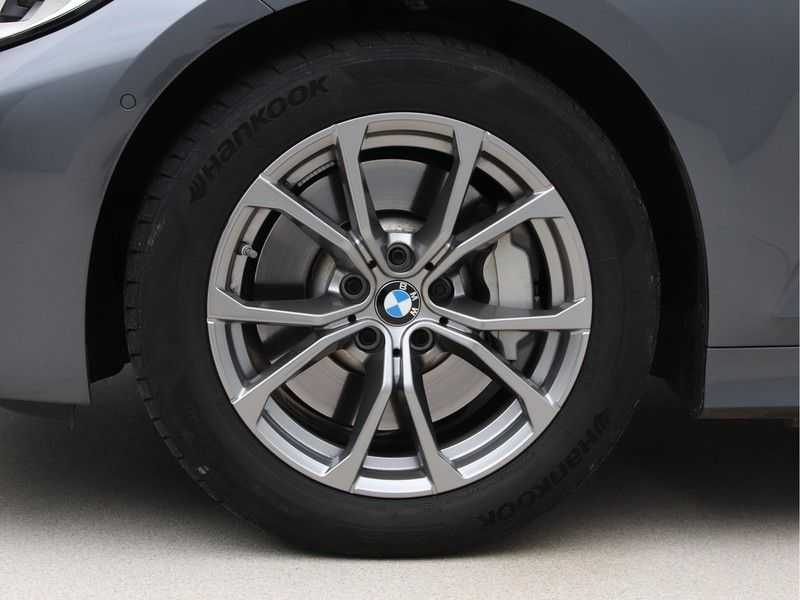 BMW 3 Serie Touring 330i Executive Edition afbeelding 17
