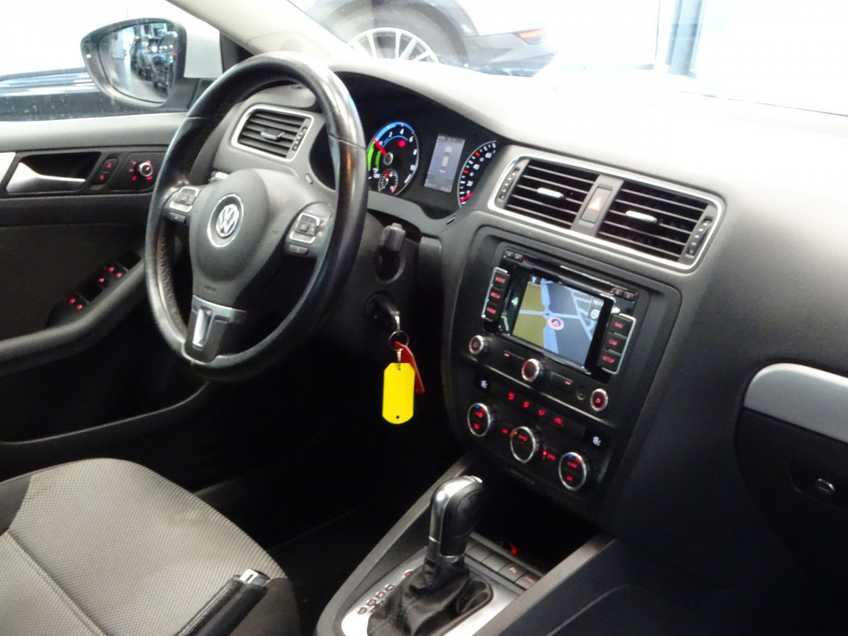 "Volkswagen Jetta 1.4 TSI Hybrid Highline Navigatie Xenon Clima Cruise 17""LM PDC Camera afbeelding 15"