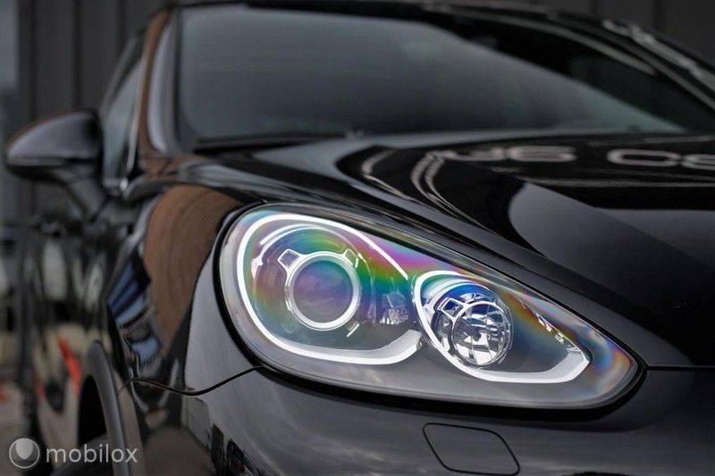 Porsche Cayenne 4.2 D S | Panoramisch dak | Bose | 850 Nm afbeelding 11