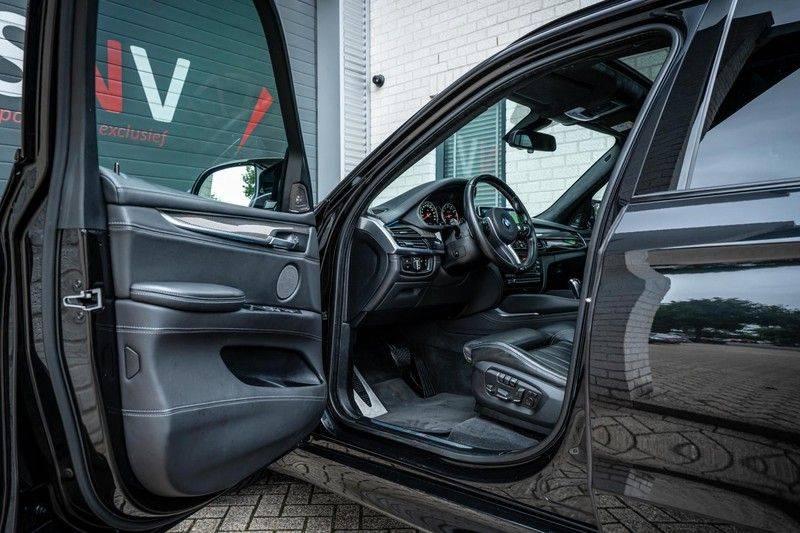 BMW X5 M, 575 PK, Pano/Dak, Leder Merino, Head/Up, Keyless, Soft/Close, Harman/Kardon, Surround View, LED, 22'' Breyton RS, 2016!! afbeelding 4