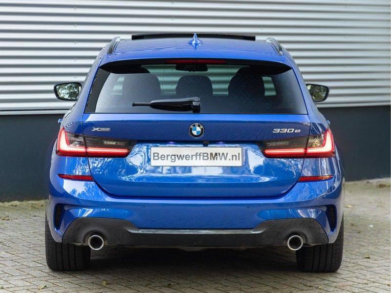 BMW 3 Serie Touring 330e xDrive M-Sport - Panorama - Active Cruise - Harman Kardon - Camera afbeelding 6