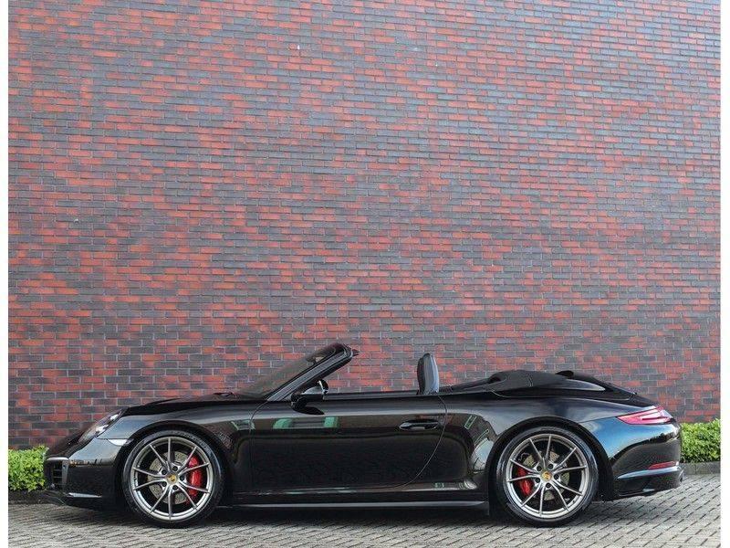 Porsche 911 Cabrio Carrera 4S *ACC*Bose*Chrono*Vierwielbesturing*Camera*Vol!* afbeelding 16