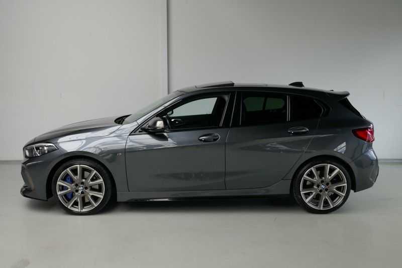 BMW 1 Serie M135i xDrive High Executive Virtual - Led - Panodak afbeelding 10