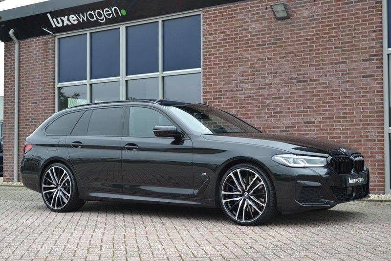 "BMW 5 Serie Touring 530d 286pk M-Sport Pano DA+ PA+ Laser 21"" Adp-drive HUD afbeelding 14"
