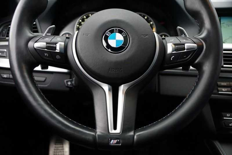 BMW 5 Serie M5 / Schuifdak / Harman Kardon / Side Assist / Head-Up / Stuurverw. / Trekhaak / Massage afbeelding 11