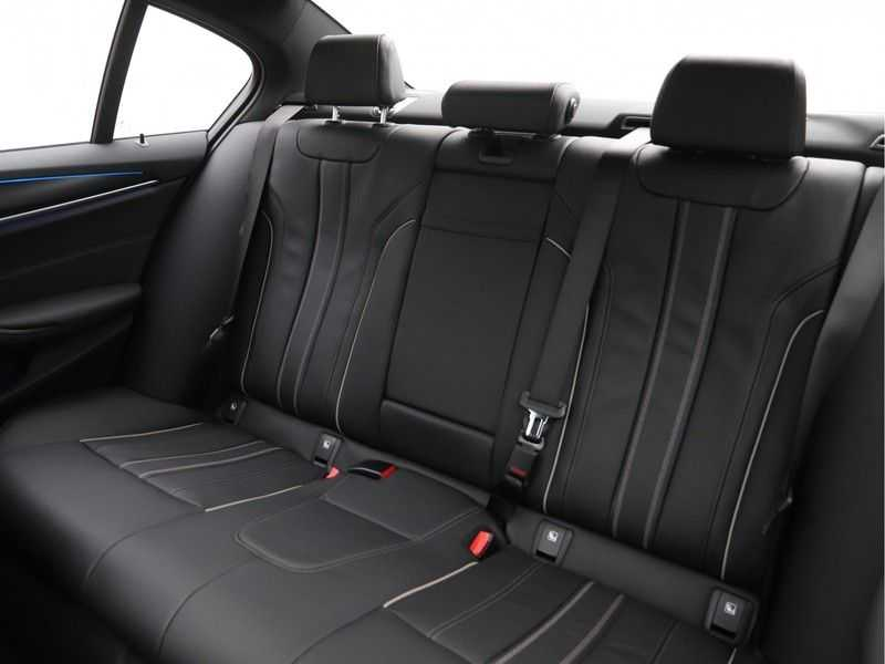BMW 5 Serie 520e Sedan High Exe M-Sport Hybrid afbeelding 20
