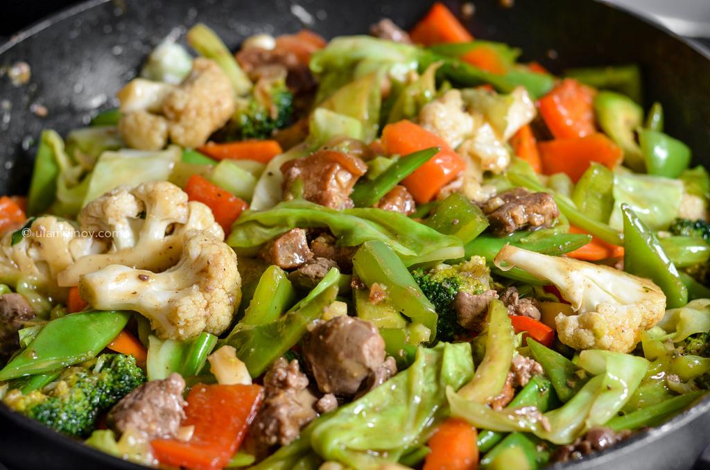 Cooking chopsuey in a wok