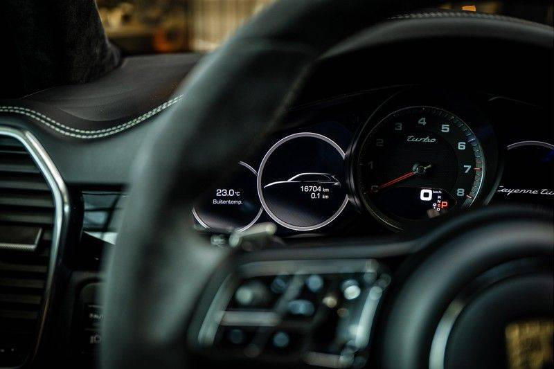 Porsche Cayenne 4.0 Turbo   Head-Up   Carbon   Panorama   3D Camera   BOSE   Trekhaak   Afwijkende stikselkleur   Stoelventilatie   NP 252.000! afbeelding 10
