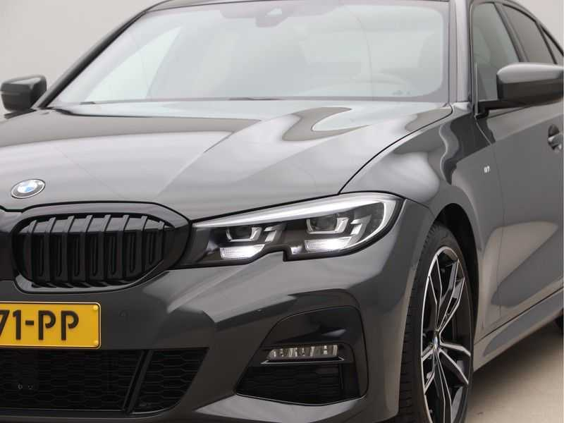 BMW 3 Serie 320i High Exe M-Sport afbeelding 21