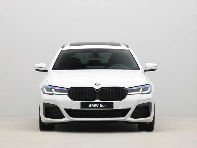 BMW 5 Serie Touring 530i Launch Edition M-Sport Automaat afbeelding 8