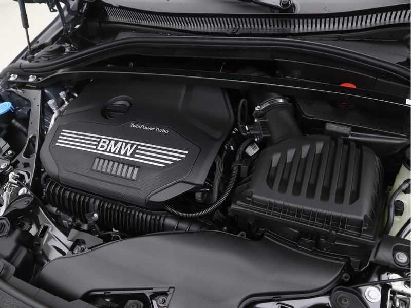 BMW 2 Serie Gran Coupé 220i High Executive Luxury Line Automaat afbeelding 4