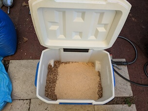 Sawdust and bran in an esky