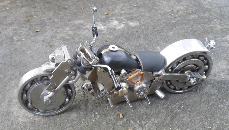 Imagem em destaque para o artigo: Arte e Reciclagem: A transformação de resíduos metálicos em peças de decoração