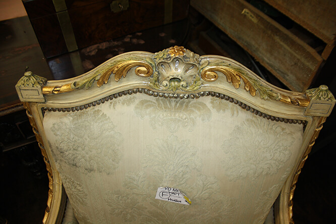 A FINE COLLECTION OF CARVED, PAINTED AND GILDED ITALIAN FURNITURE 6