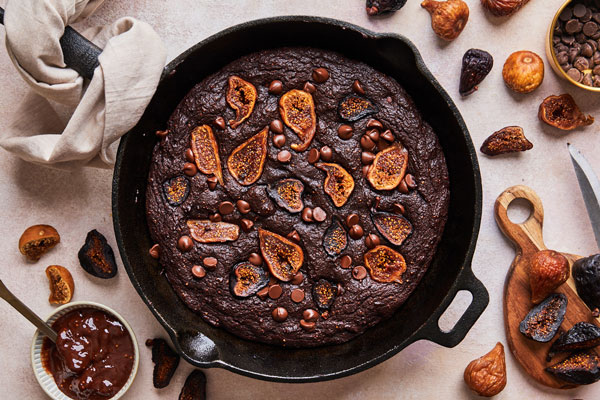 Chocolate Fig skillet brownies (sugar free — naturally sweetened)