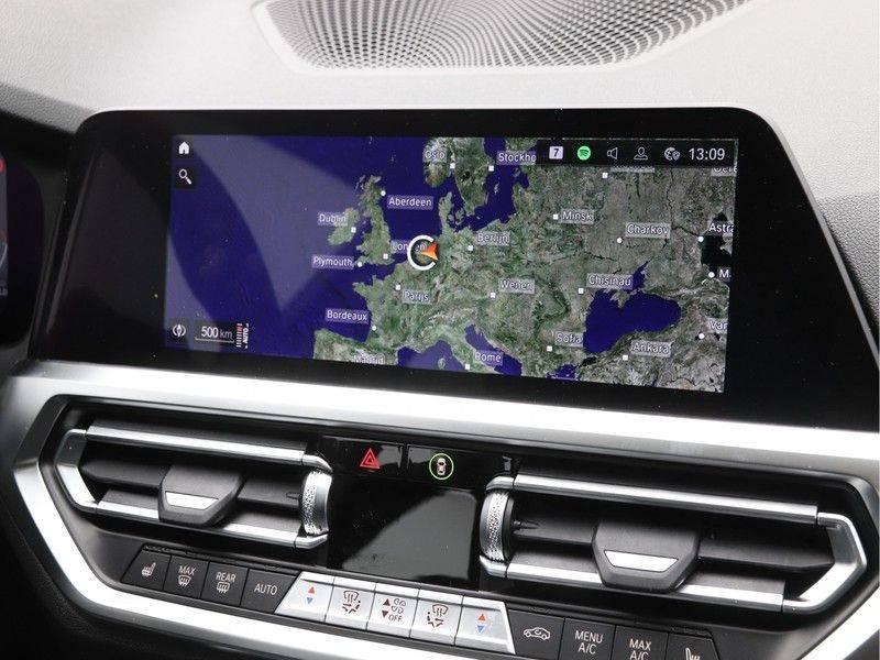 BMW 3 Serie 320i High Executive Model M Sport afbeelding 18