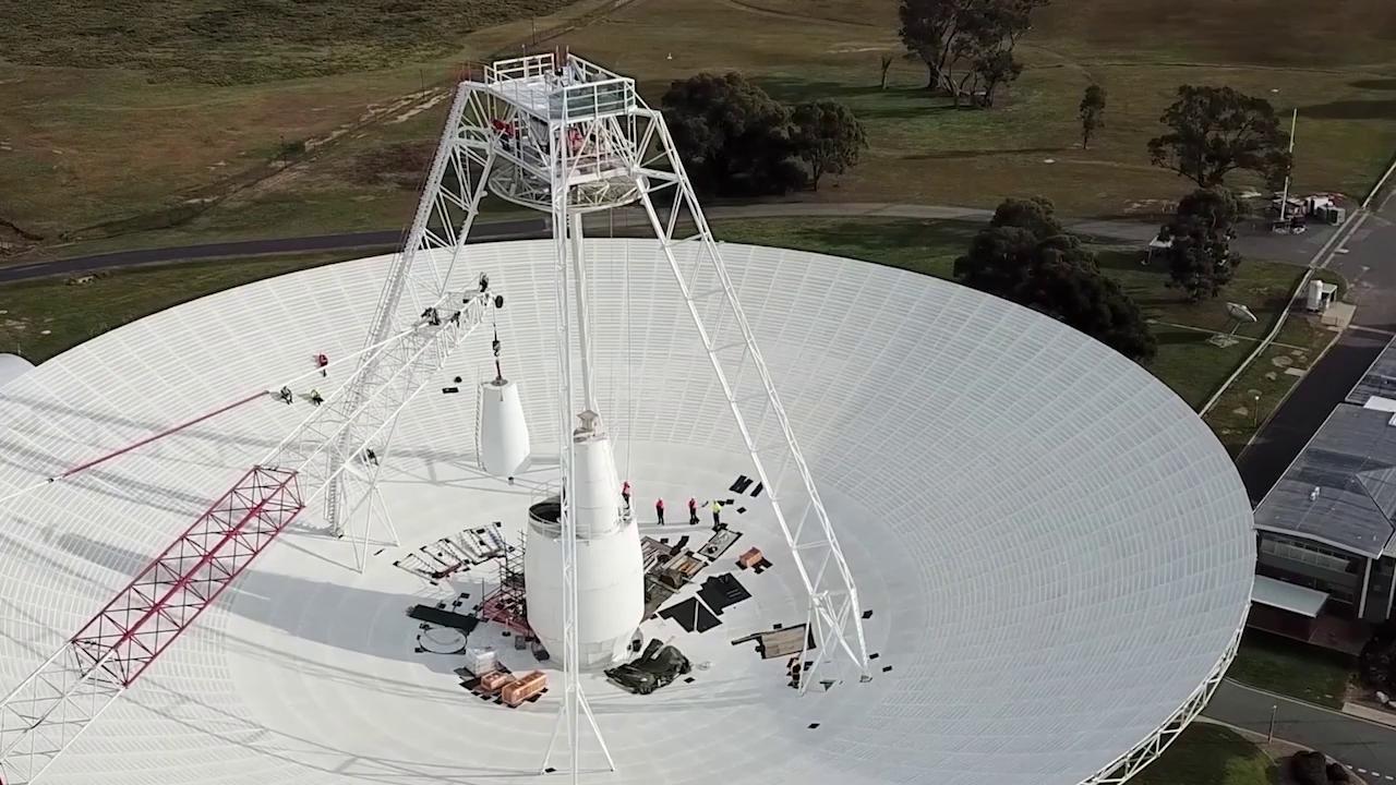 Imaginea 1: Antena 43 a rețelei Deep Space Network, singura capabilă că comunice cu sonda Voyager-2, aflată la 18.8 miliarde kilometri distanță de Pământ (Sursa foto: NASA)