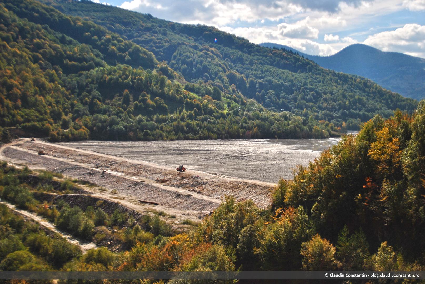 Barajul iazului de decantare de la Valea Şesii