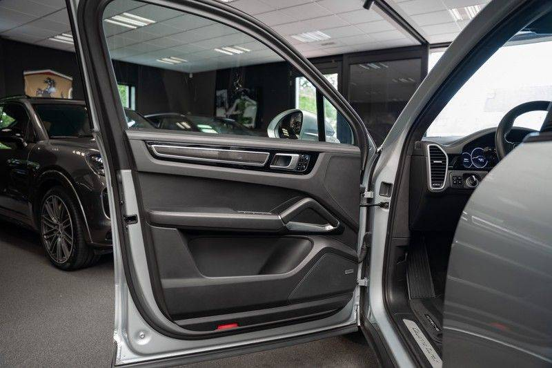 Porsche Cayenne Turbo Pano Bose Keyless Adaptive Cruise Control afbeelding 9