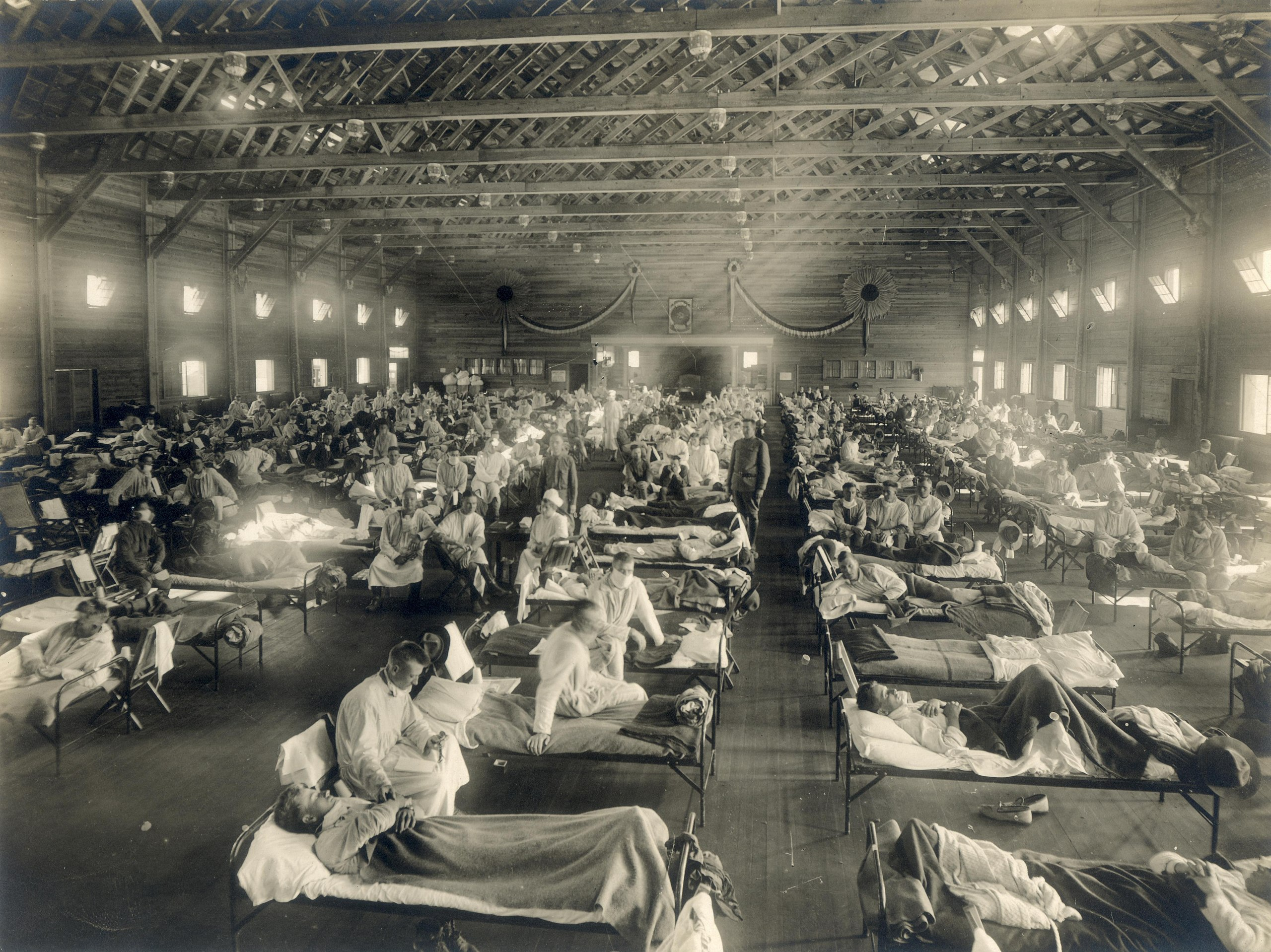 A photograph taken around 1918 of soldiers lying in beds during the Spanish Flu