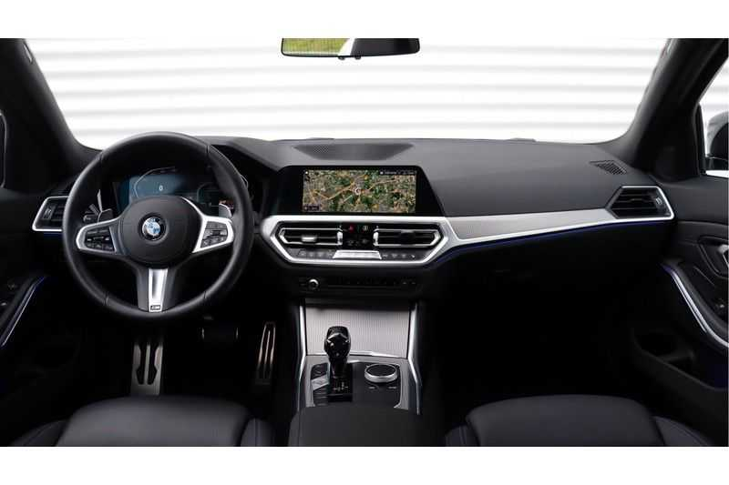 BMW 3 Serie Touring 330i Executive M Sport Adaptieve Cruise Control, HiFi System, DAB afbeelding 3