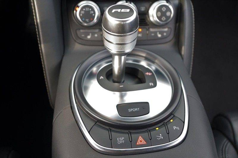 Audi R8 4.2 V8 FSI / 49dkm NAP / 1e eigenaar / B&O / R-Tronic / Orgineel Nederlands! / Navigatie afbeelding 13