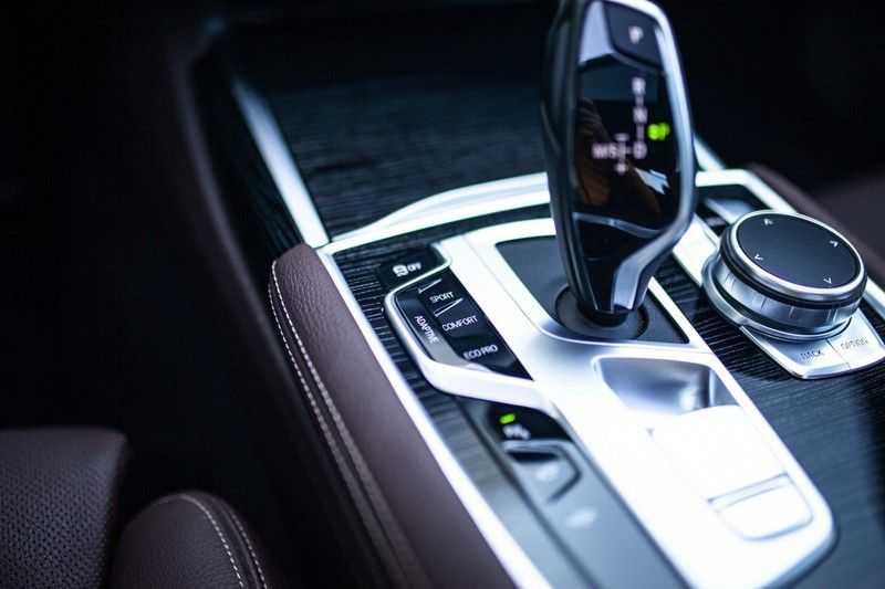 BMW 7 Serie 740d xDrive *Schuifdak / H&K / Memory / LED / ACC / Stoelventilatie* afbeelding 19