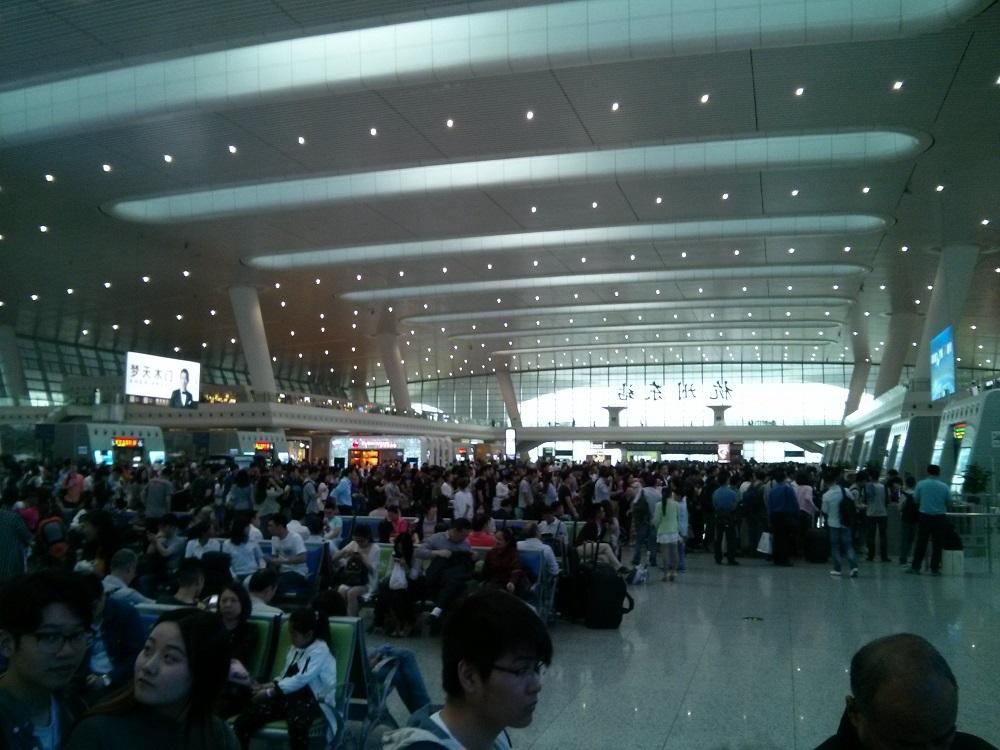 Ein Bahnhof in China ist ein Flughfaen für Züge.