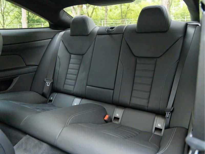 BMW 4 Serie Coupé M440i xDrive M-Sport - Head-up - Dak - Camera - DAB afbeelding 16