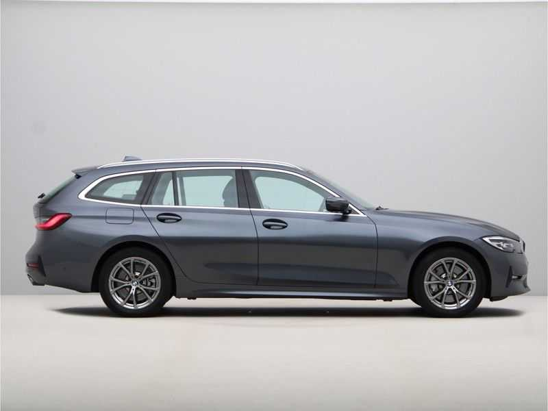 BMW 3 Serie Touring 330i Executive Edition afbeelding 2