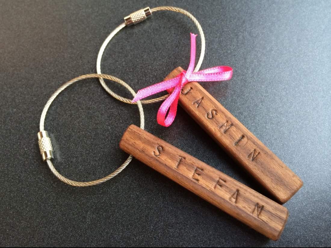 Gastgeschenk aus Holz. Ein Schlüsselanhänger zum Danke sagen.