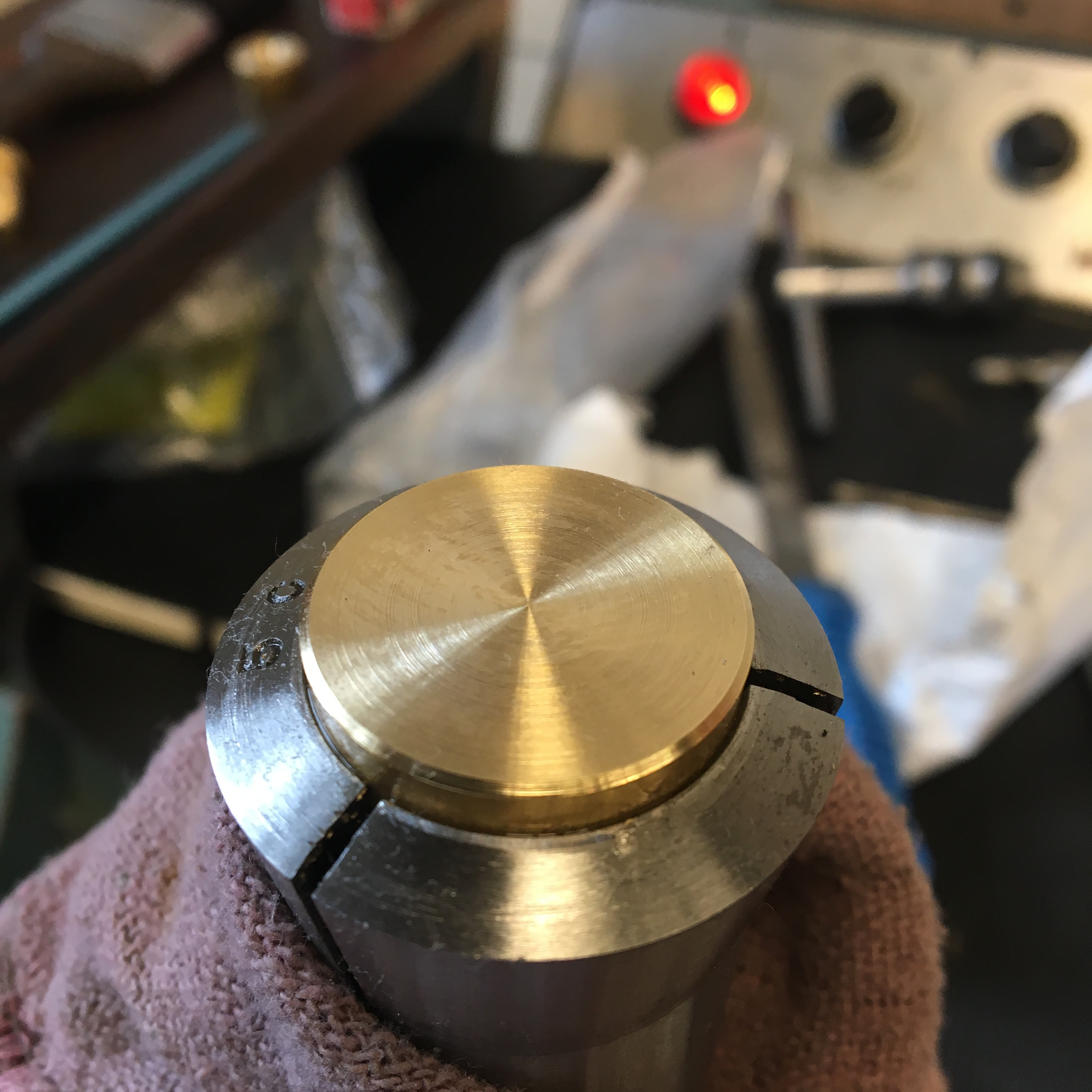 Flat end cap in a collet