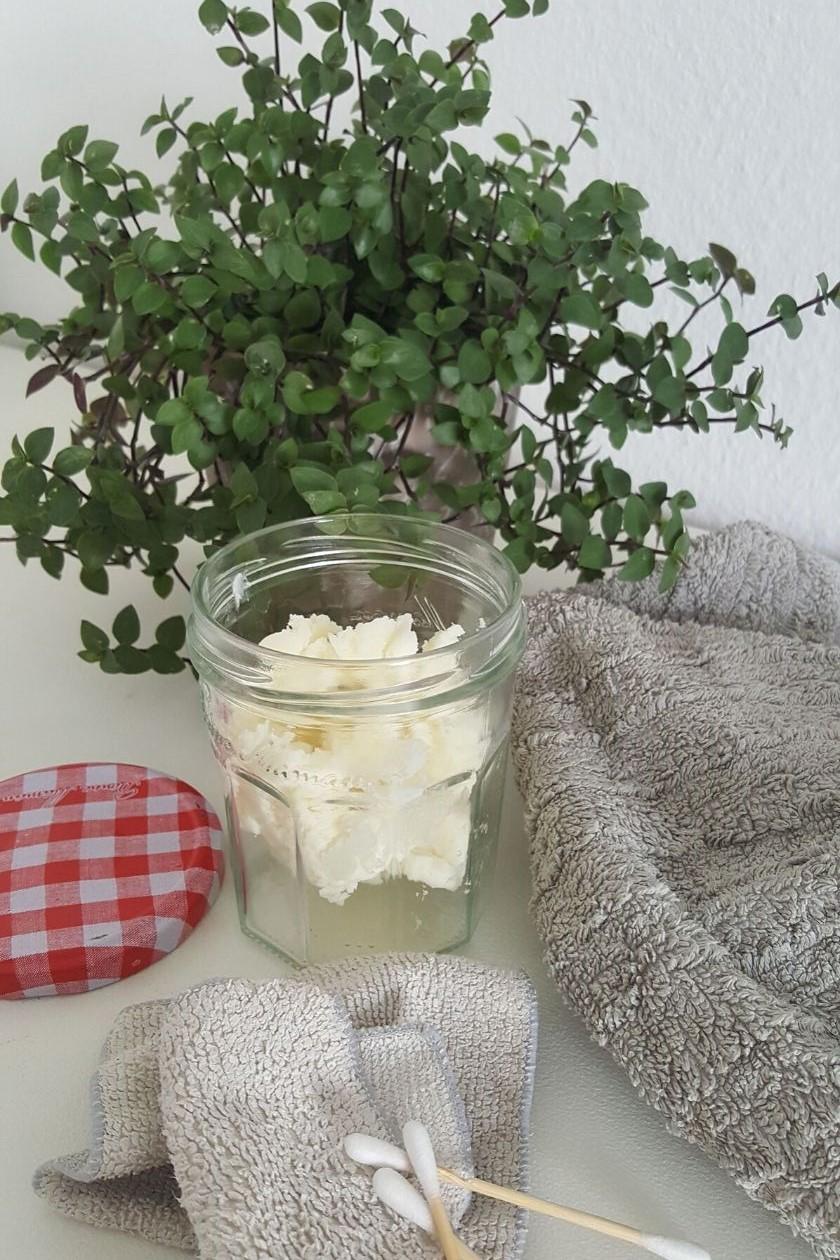 Die fertige Zero Waste Körperbutter, abgefüllt in einem alten Marmeladenglas