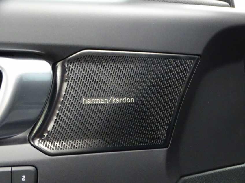 """Volvo XC40 Recharge P8 AWD R-Design EX BTW 20""""LM Panorama Leder 8% Bijtelling meerdere op voorraad! afbeelding 13"""