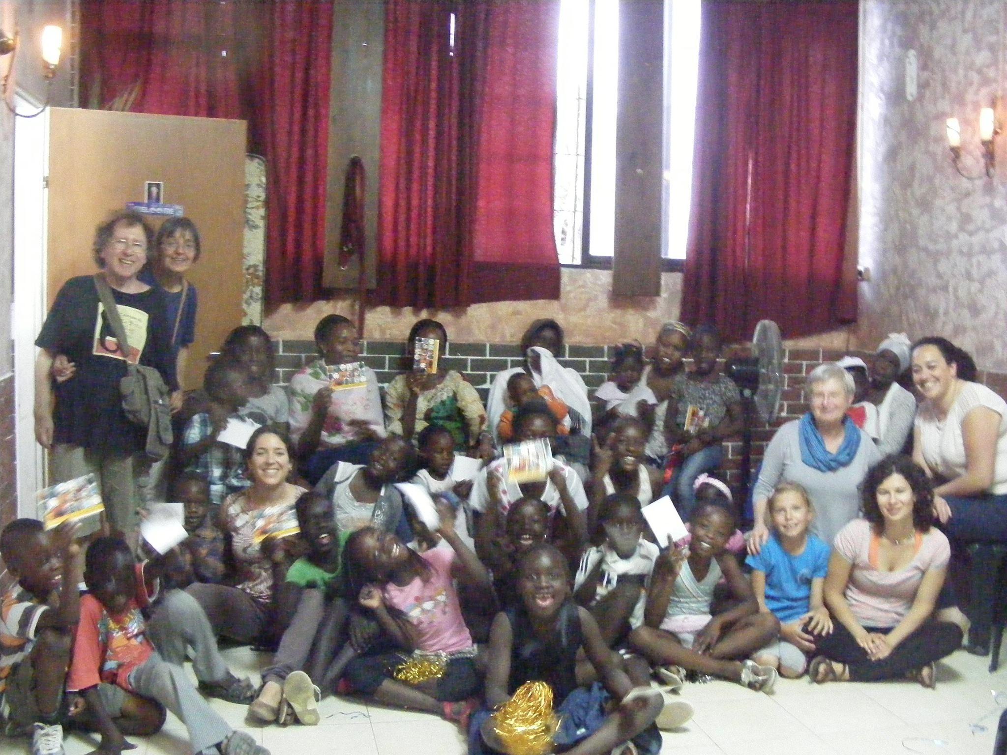 David Wapner y Ana Camusso dando un Taller de Titeres en Sudan