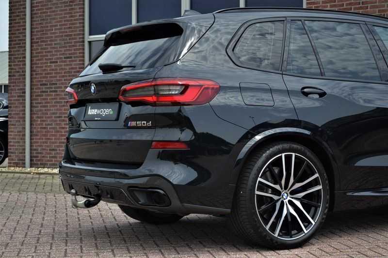 "BMW X5 M50d 400pk Skylounge Luchtv DA+ PA+ Trekh NL-auto 22"" Comfortzetels afbeelding 21"