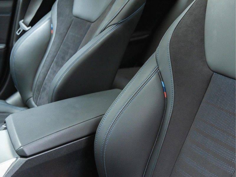 BMW 3 Serie Touring 330e xDrive M-Sport - Panorama - Harman Kardon - Active Cruise afbeelding 21