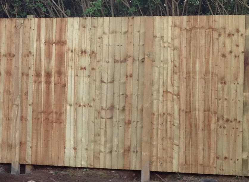 closeboard timber fence