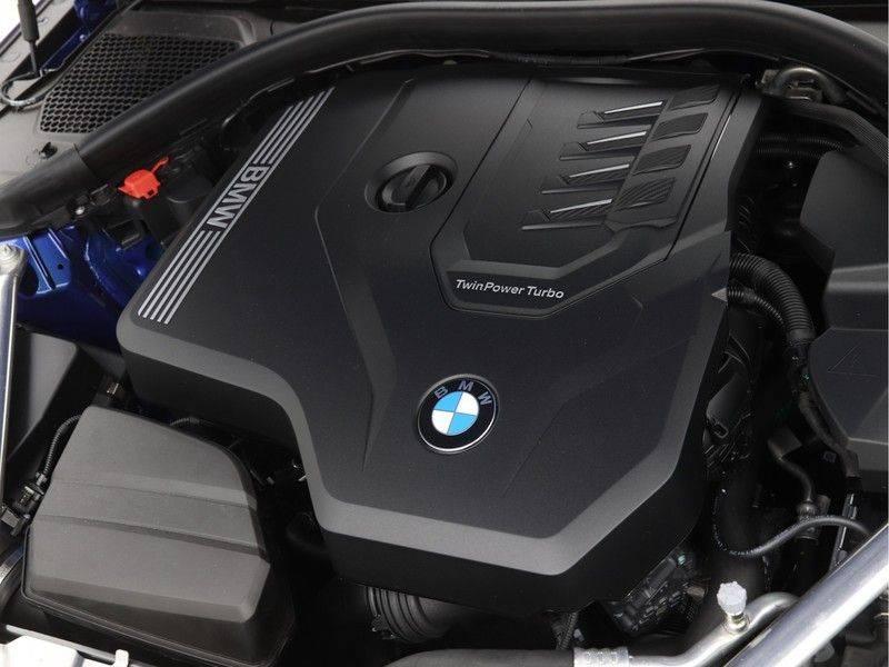 BMW 4 Serie Coupé 430i High Exe M-Sport Aut. afbeelding 4