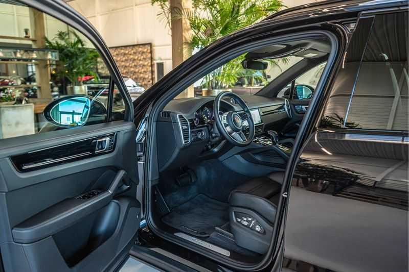 Porsche Cayenne E-Hybrid | Sport-Chrono | Panorama | BOSE | PASM | Adaptieve Sportstoelen afbeelding 8