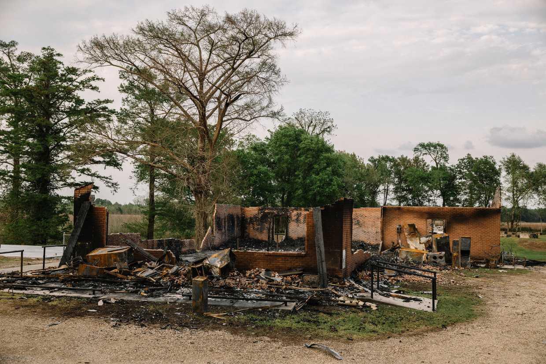 Le chiese bruciate per odio razziale «salvate» da Notre-Dame cover image