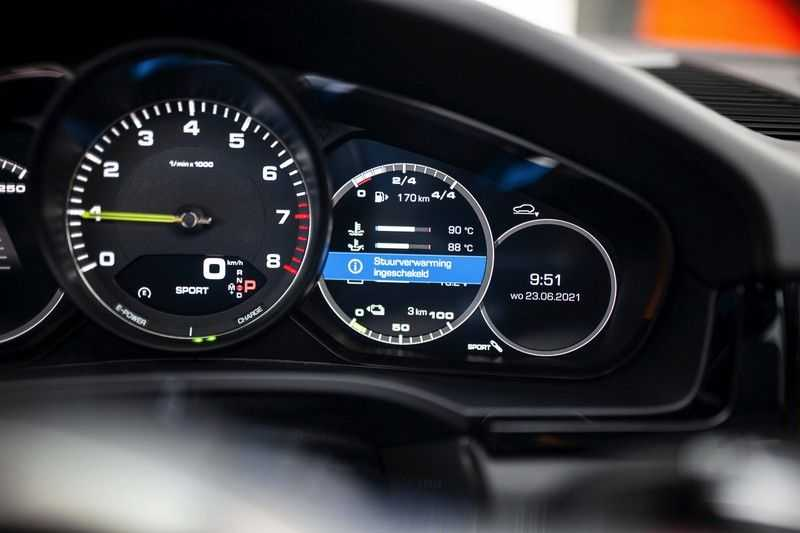 "Porsche Cayenne 3.0 E-Hybrid *Pano / BOSE / Massage / Stoelventilatie / 22"" / ACC / Sport Chrono* afbeelding 4"