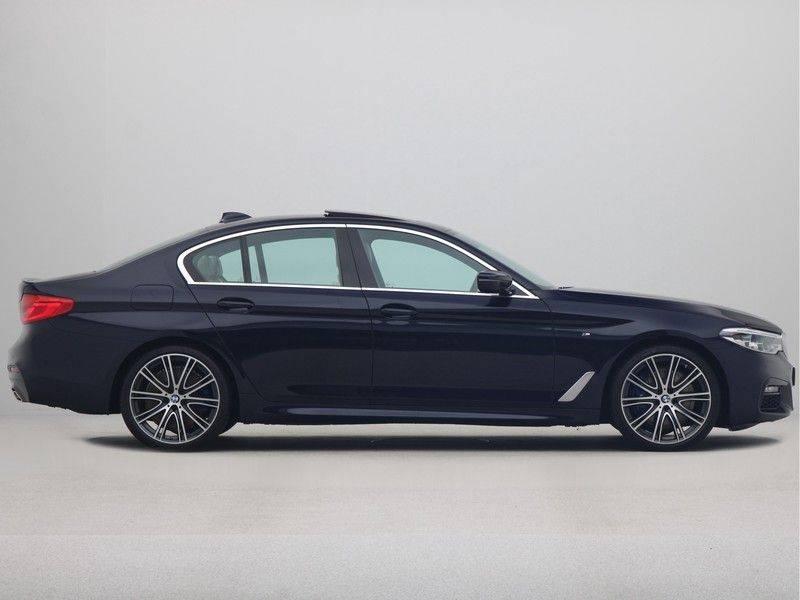 BMW 5 Serie Sedan 540i High Executive M-Sport Automaat afbeelding 8