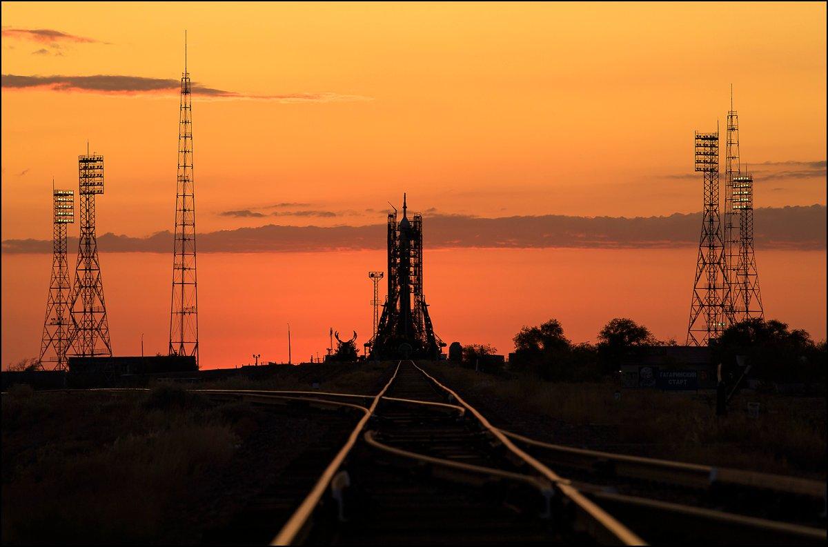 Figure 1: Ultima rachetă Soyuz-FG, pe rampa 1⁄5 de la Baikonur, înaintea lansării capsulei Soyuz MS-15. Este probabil ultimul zbor al unei rachete de pe această rampă, pentru mulți ani de acum înainte (Sursa foto: NASA).