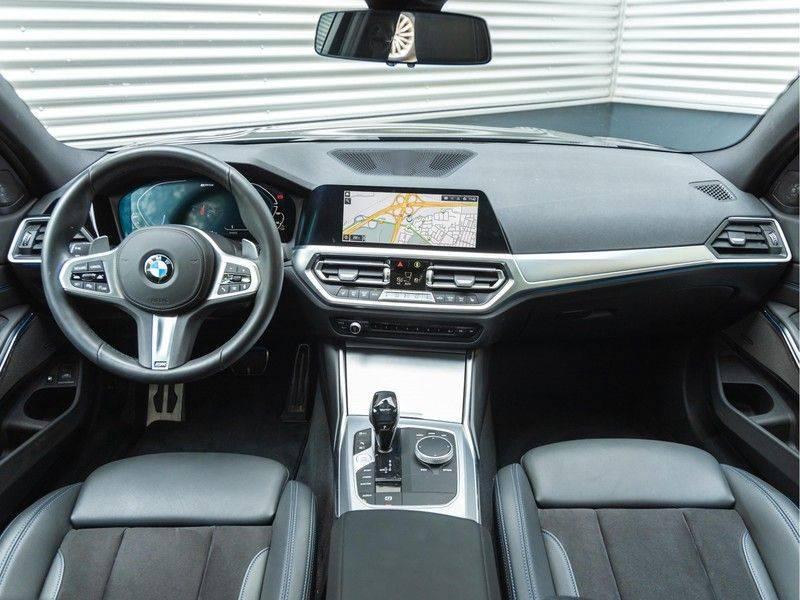 BMW 3 Serie Touring 330e xDrive M-Sport - Panorama - Harman Kardon - Active Cruise afbeelding 13