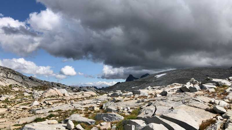 Dark clouds above Donohue Pass