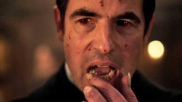 Claes Bang caracterizado como Drácula do seriado da Netflix