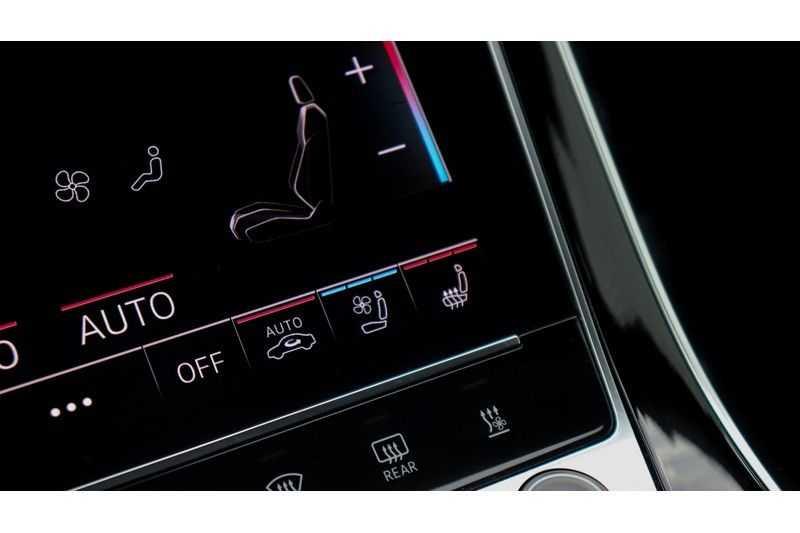 Audi Q8 55 TFSI quattro S-Line, Panoramadak, B&O, Massage, Ruitstiksel, Trekhaak afbeelding 13
