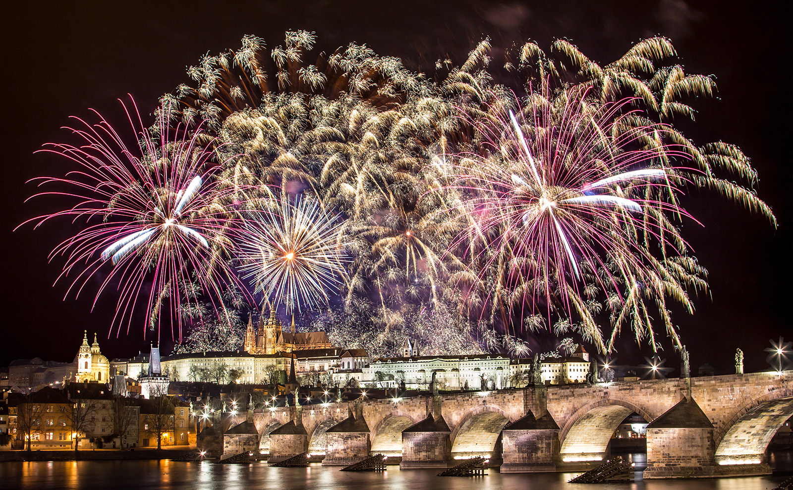 The Adventuresses' Club, NYE in Prague, How Books Save Lives & More: Endnotes 27 December