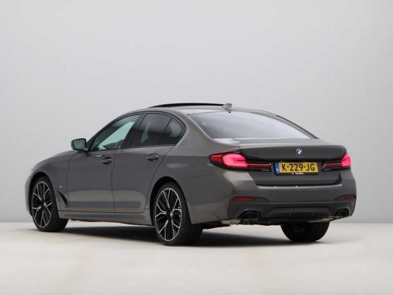 BMW 5 Serie 540i High Exe M-Sport afbeelding 13